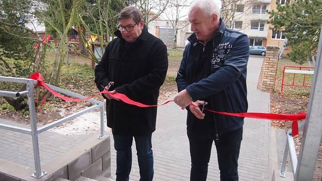 Zdravotní středisko v Čimelicích  má vstup bez bariér. Provoz po stavebních úpravách slavnostně zahájili náměstek hejtmanky Jihočeského kraje Pavel Hroch a starosta obce Vladimír Pánek.