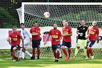 Fotbalisté Čimelic (v červeném z utkání s Milevskem) protrhli střeleckou smůl a deklasovali Rudolfov 6:1. Foto: Jan Škrle