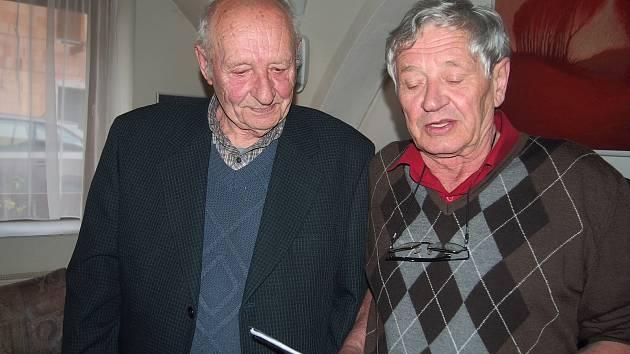V Kávovém klubu Vykulená sova s Jiřím Hladkým o jeho připravované knize Všechno z kamene.