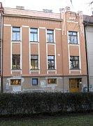 Sociálně psychologické centrum Arkáda sídlí v této budově na Husově náměstí.