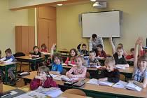 Učitel Martin Prokop v 1. E třídě Benešovy školy v Písku.