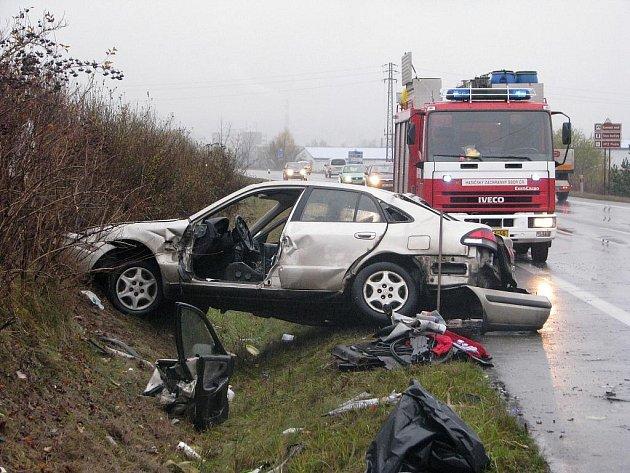 Následky pondělní nehody.