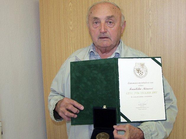František Němec s oceněním.