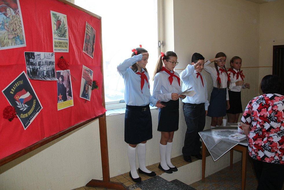 Rebelové v podání divadelního spolku Kovářovská OPONA.