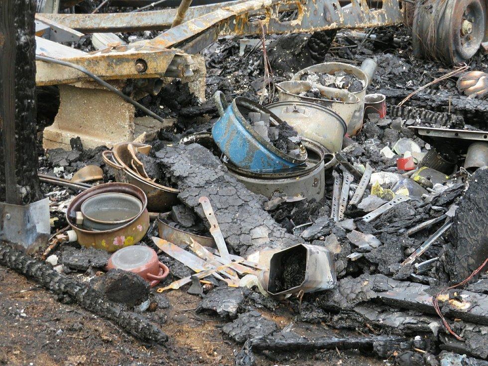Oheň z pondělí 12. na úterý 13. července předvedl svou ničivou sílu v kempu Radava u Orlické přehrady. Při požáru hasiči vyhlásili 3. stupeň požárního poplachu, zasahovalo 10 cisteren a 4 dopravní automobily.