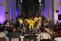 Koncert skupiny Good work v milevském klášteře.