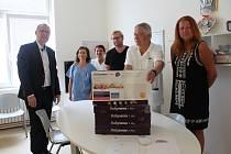 Nadace Křižovatka předala šest monitorů dechu Nemocnici Písek.