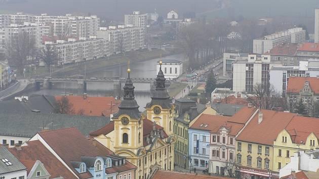 Pohled z věže píseckého kostela.