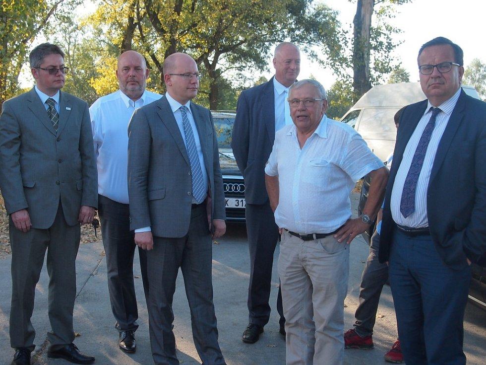 Návštěva premiéra Bohuslava Sobotky a ministra Jana Mládka v Bernarticích a Jestřebicích.