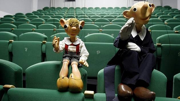 První představení ve formátu 3D mohou vidět diváci v kinu Portyč v Písku, které uvádí film Hurvínek na scéně.