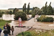 Velká voda přerušila spojení mezi obcemi.Foto: Archiv Píseckého deníku