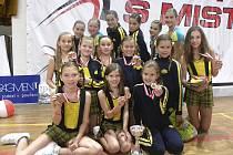 Na snímku jsou úspěšné závodnice klubu AC Sole Písek po finálovém závodě soutěže Mistry s mistry v Praze.