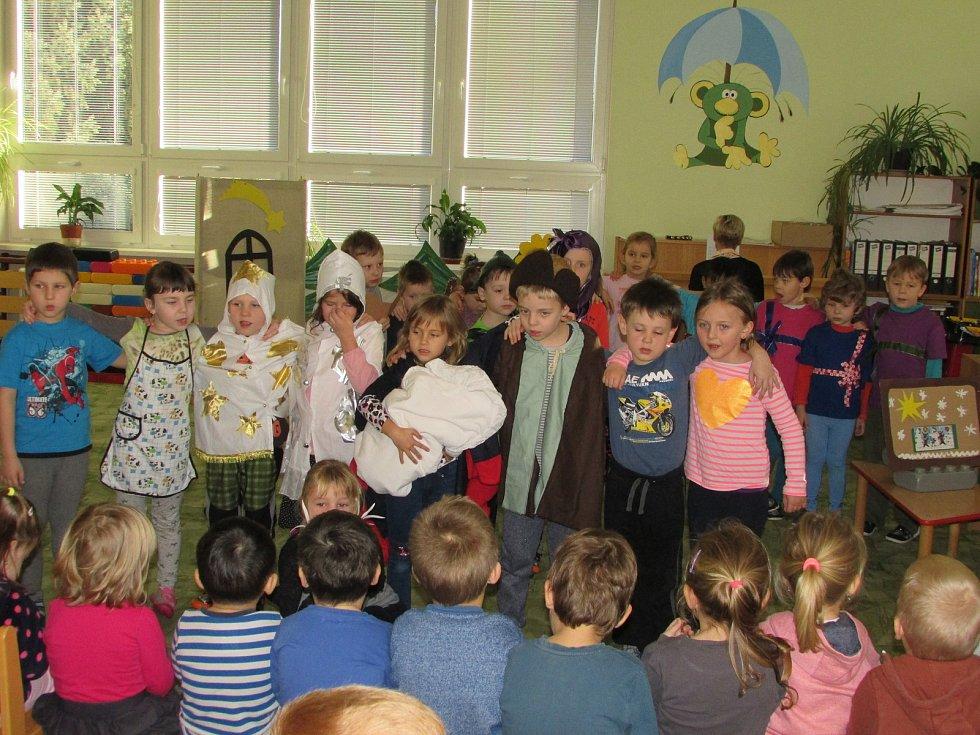 Vánoční besídka v mateřince v Čimelicích.