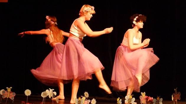 Tanečnice probudily spící květinovou vílu.
