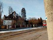 Při pondělním nočním požáru rodinného domu v Čimelicích zahynuly dvě osoby. Třetí skončila v péči lékařů.
