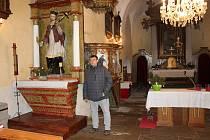 Petr Hanus v kostele v Heřmani.