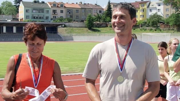 olympijští medailisté Jarmila Kratochvílová a Jan Železný - vítaní hosté slavnostního otevření atletického stadionu v Písku.