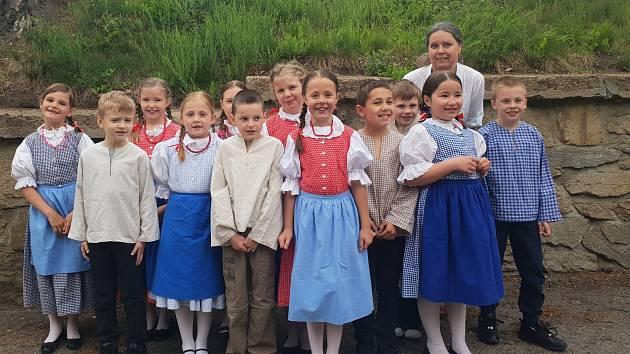 Setkání dětských jihočeských folklorních souborů.