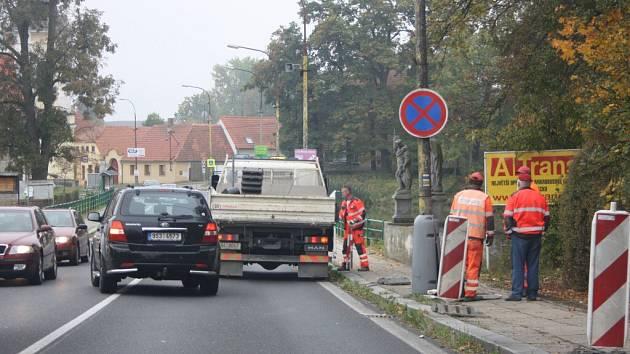 V Čimelicích začala oprava chodníku.
