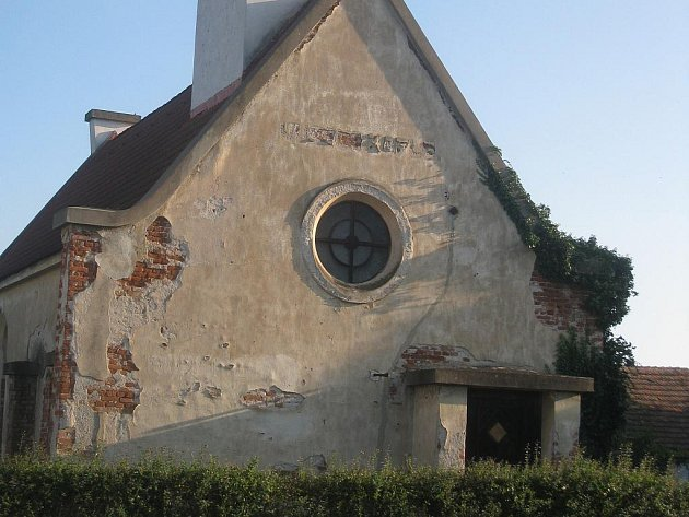 Husova kaple z roku 1927 v Bernarticích.