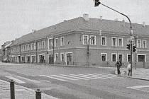 Rohový dům v bývalé Husově, nyní Budějovické ulici v Písku, kde se roku 1916 stala vražda.