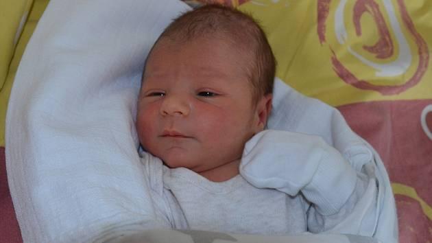 Matěj Čunát zČeských Budějovic. Prvorozený syn Veroniky Gregorové a Marka Čunáta se narodil 17. 12. 2019 ve 3.49 hodin. Při narození vážil 3350 g a měřil 50 cm.