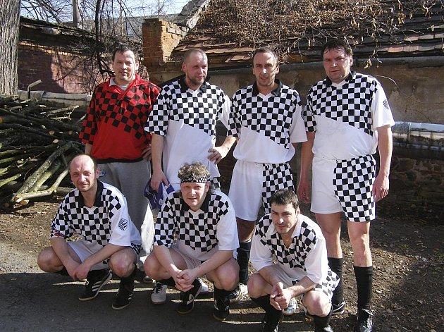 Tým Veselá Bída (na snímku) je v tabulce okresní soutěže - skupiny B ve futsalu-FIFA na šestém místě.