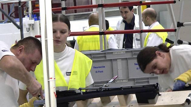 NOVÁ PRACOVNÍ MÍSTA. Vedení společnosti Faurecia v průmyslové zóně v Písku pořádá pravidelně náborové dny. V blízké době se počet pracovních míst rozšíří  o pět set.
