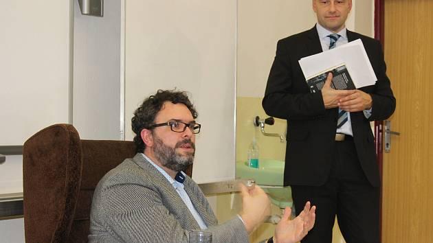 Erik Tabery navštívil píseckou obchodní akademii.