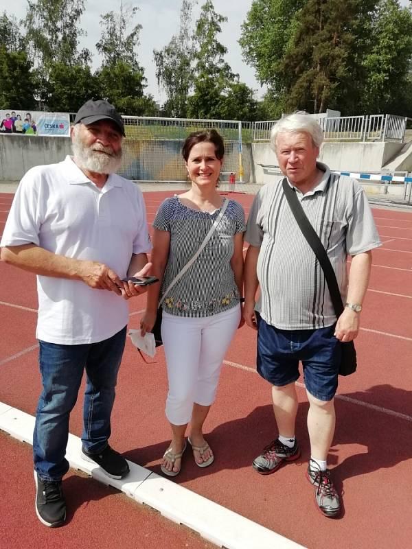Josef Fuka (vpravo) na závodech v Písku.