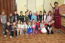 Děti z čimelické mateřské školy si užily karneval.