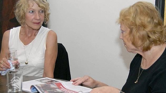 Daniela Kolářová (vpravo) jako host Stanislavy Suchanové