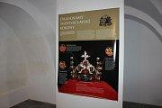 Výstava Drahokamy pro Karla IV. v milevském klášteře.