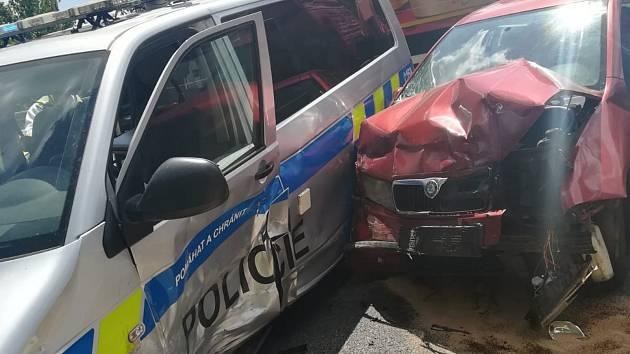 Dopravní nehoda policejního vozidla a civilního vozidla v Písku.