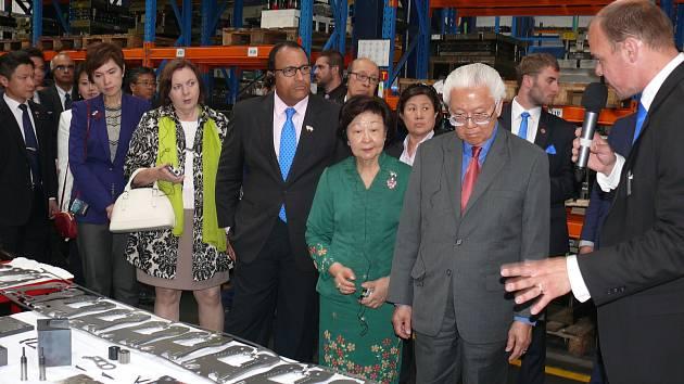 Singapurský prezident navštívil písecký Interplex.