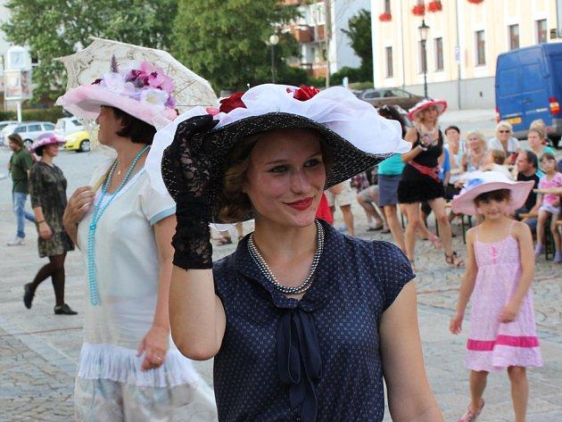 Letní slavnost u Kamenného mostu v Písku.