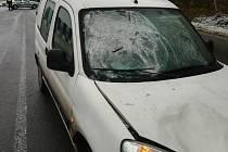 Na okraji Milevska se srazil osobní automobil s chodcem.