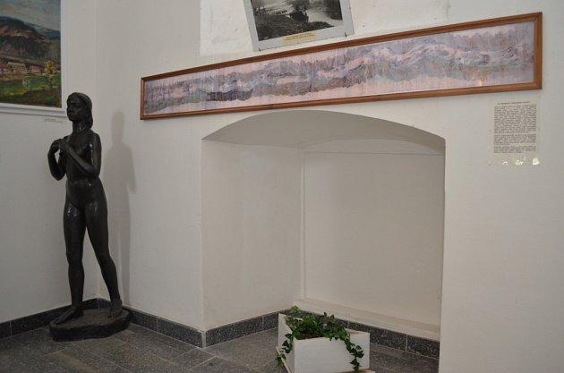 SOCHA PŘEDJAŘÍ ještě ve staré expozici Milevského muzea na prvním nádvoří kláštera.