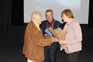 Návštěva filmové akademie v Písku. Zleva František Filip, rektor akademie Gabriel Švejda a starostka Písku Eva Vanžurová.