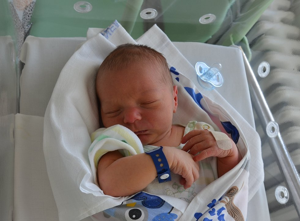 Adam Nejezchleba z Dolních Novosedel. Syn Anny a Radomila Nejezchlebových se narodil 16. 2. 2021 ve 23.04 hodin. Při narození vážil 3600 g a měřil 53 cm. Doma se na brášku těšil Radomil (13) a Amálie (8).