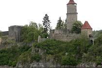 Divadelní spolek Prácheňská scéna  zve diváky na divadelní představení na nádvoří hradu Zvíkov.