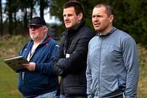 LAVIČKA BERNARTIC. Na snímku jsou zleva vedoucí mužstva Jan Šerhant a trenéři Pavel Schorník s Petrem Vašíčkem.