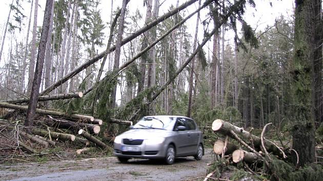 Takto vypadla silnice mezi Zlivicemi a Vráží v sobotu kolem 15 hodiny.