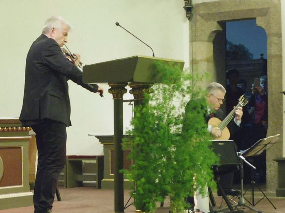 Slavnostní koncert sboru Sonitus a jeho hostů v děkanském kostele v Písku.
