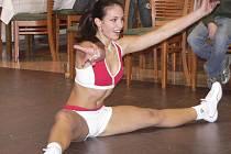 BOJ O POSTUP. Michala Kačírková z Písku, půvabná finalistka Miss aerobik 2007, bude členkou odborné poroty při Miss aerobik tour 2008, které se v sobotu uskuteční ve Starých Hodějovicích u Českých Budějovic.