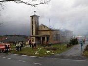 Požár kostela Církve československé husitské v Mirovicích.