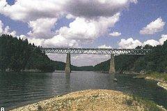 Železniční most přes Orlík u Červené nad Vltavou.