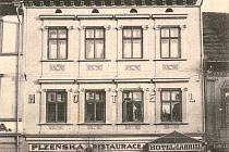 Hotel Gabriel na Velkém náměstí v  Písku přestavěl ve třicátých letech minulého století na firemní prodejnu.