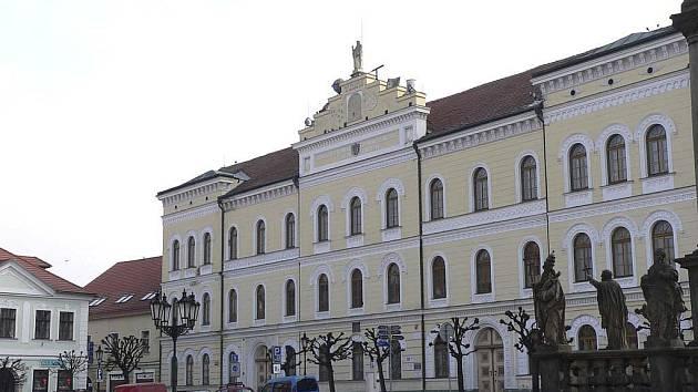 Budova bývalé Základní školy J. A. Komenského na Alšově náměstí v Písku.