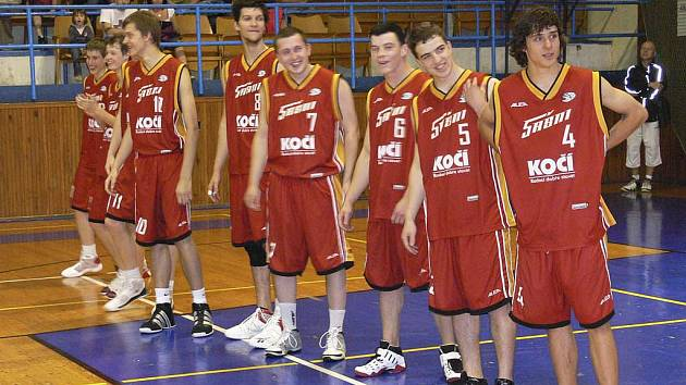 Basketbalisté Sokola Písek (na snímku) budou chybět v letošním play off druhé ligy.
